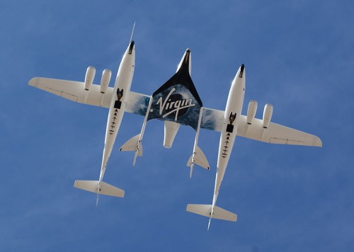 800px-White_Knight_Two_and_SpaceShipTwo_from_directly_below
